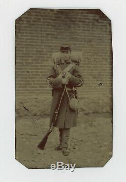 1860's-70s CIVIL WAR-INDIAN WARS SOLDIER, RIFLE, CANTEEN, BACKPACK, KEPI TINTYPE