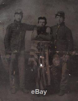 1860's CIVIL WAR 1/2 PLATE TINTYPE PHOTO OF 3 UNION SOLDIERS with AMERICAN FLAG