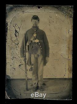 1860's CIVIL WAR TINTYPE PHOTOGRAPH OF ARMED UNION SOLDIER QUARTER PLATE SIZE