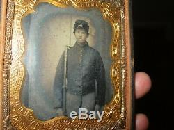 Ambrotype Civil War soldier with rifle (rifer. T15)