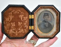 Antique Daguerreotype Civil War Soldier Gutta Percha Thermoplastic Union Cas