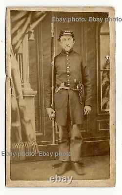 Armed Civil War soldier Union Army CDV photo, pistol, long rifle gun, Cleveland