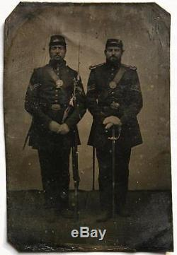 Ca 1860's CIVIL WAR 1/4 SIZE PLATE TINTYPE ARMED UNION SOLDIERS withPARTIAL ID