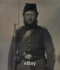 Ca 1860's CIVIL WAR 6th PLATE TINTYPE 2 X ARMED UNION SOLDIER UPSIDE DOWN BUCKLE
