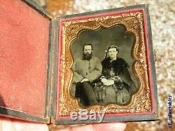 Civil War ambrotype clear photograph soldier and wife (rifer. T19)