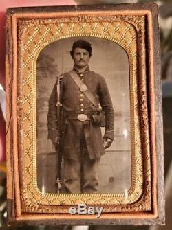 Civil War tintype 8th plate of armed soldier in great condition