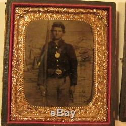 Rare Antique Civil War Soldier Tin Type with Medal in Uniform Non Payment Relist