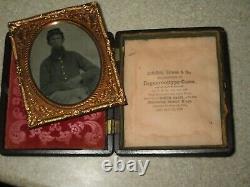 US Civil War tintype photograph soldier in uniform & kepi with gutta percha case